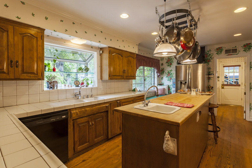 Oxnard Kitchen 2 - Community Home Buying & Selling Real Estate Guide